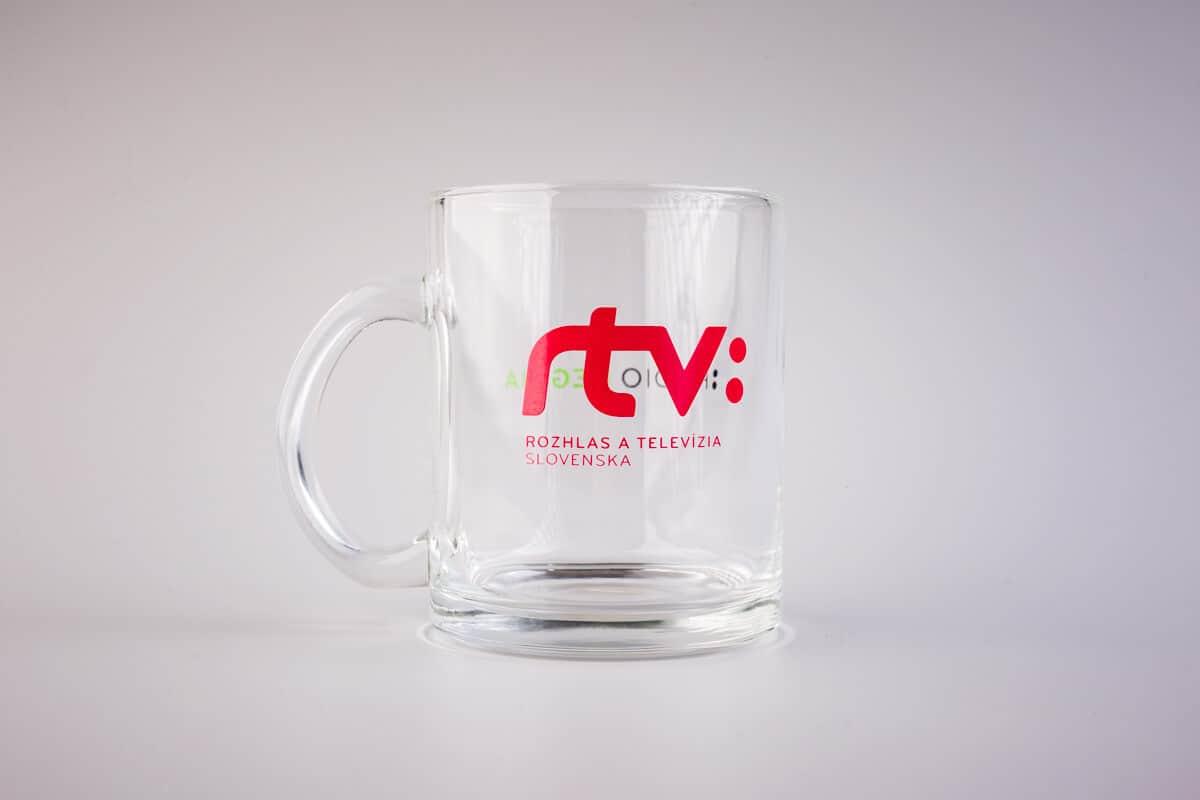 Sklený pohár s vypaľovanou potlačou RTVS